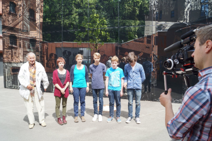 die Jugendlichen mit Gerhard Laue
